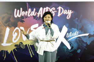 人氣女歌手鄧小巧用音樂傳遞愛與關懷
